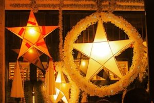 patterns of the parol evolved from the five pointed paper star lantern originally crafted in 1908 by an artisan named francsco estanislao - Filipino Christmas Star