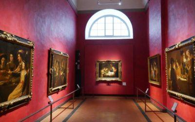 Caravaggio è arrivato al primo piano. Degli Uffizi. Otto sale tutte per lui – o quasi.