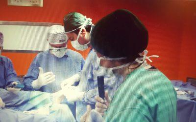 Chirurgia mini-invasiva mista per la correzione dell'alluce valgo con secondo dito a martello