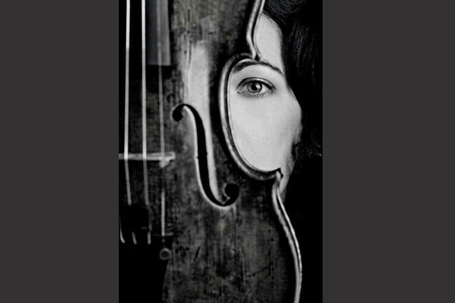 Un violino e il rintocco alla porta