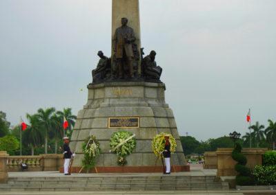 Rizal_Monument_at_Luneta_Park