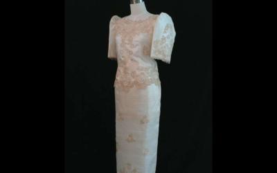 Baro' t Saya: l' abito tradizionale delle donne filippine.Reso celebre in tutto il mondo dalla ex first lady, Imelda Marcos