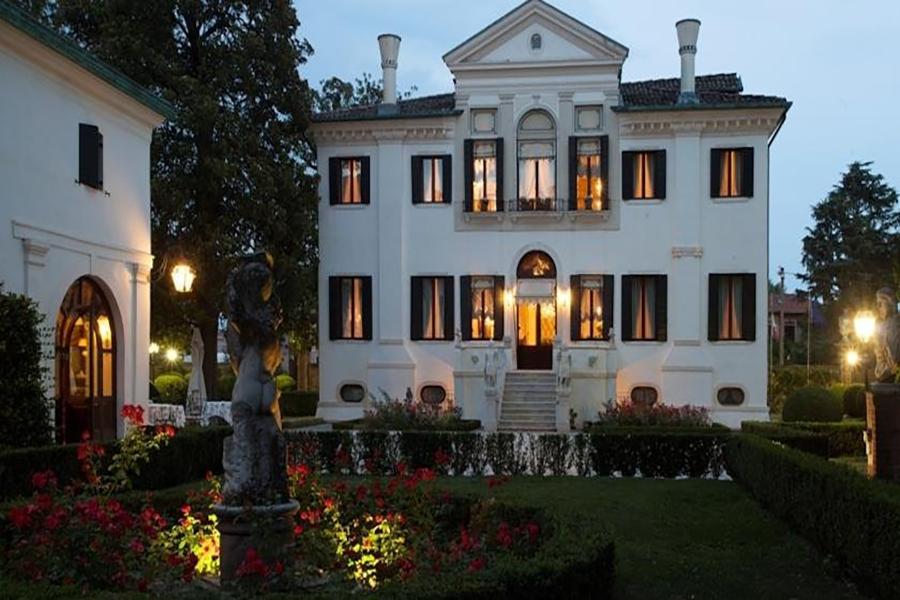 I Segreti di Villa Franceschi. Nell'incanto della Riviera del Brenta e con il cuore a Venezia ferita.