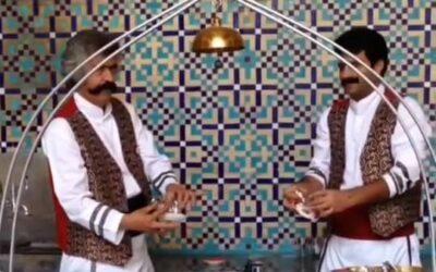 DANZA DEI PIATTINI A ISFAHAN Uno spettacolo acrobatico nel cuore della città, simbolo dell'antica Persia