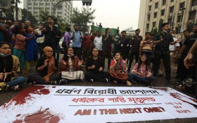 SSHHH! NON SENTO! NON VEDO! NON PARLO! – Mentre in Italia piovono decreti e restrizioni anti-Covid,  in Bangladesh piovono decreti di tutt'altro tipo.