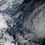 POWERFUL TYPHOON LASHES PHILIPPINES – Il tifone Goni nelle Filippine, il più potente dal 2013