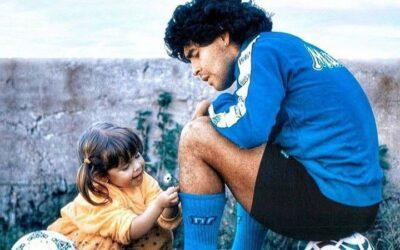 DIEGO – L'addio a Diego Armando Maradona. Il ricordo di Angela che l'ha conosciuto. Il grazie della sua Napoli
