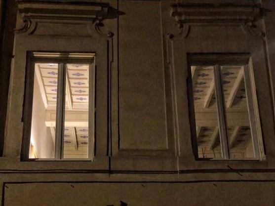QUANDO PIOVE SDRAIATI SUL DĪWĀN E INIZIA A CAMMINARE – In una giornata buia e tempestosa, non c'è cosa migliore che rimanere in panciolle a guardare le foto del cell e farsi du' passi in giro pe' Roma